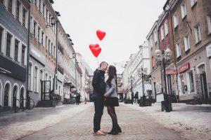 2 people kissing in street